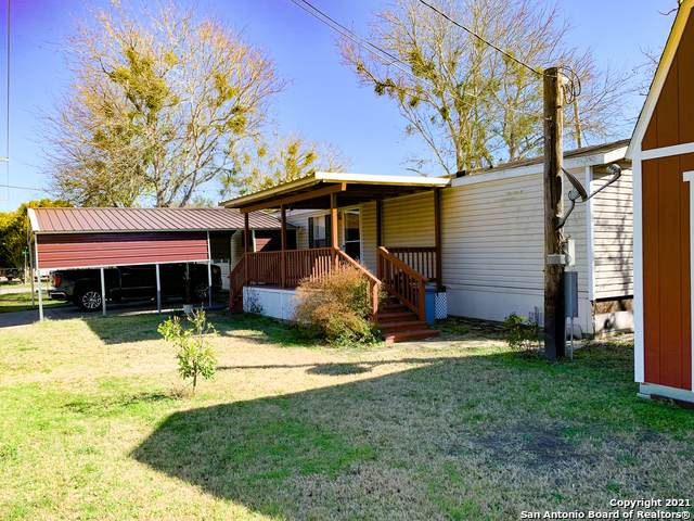 303 W Dailey St, Kenedy, TX 78119 (MLS #1502459) :: Tom White Group