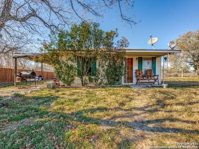 147 Shady Oaks Ct, Floresville, TX 78114 (MLS #1502853) :: Santos and Sandberg