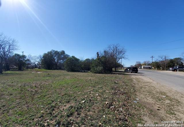 2109, 2111 17th St, Hondo, TX 78861 (MLS #1503104) :: Real Estate by Design
