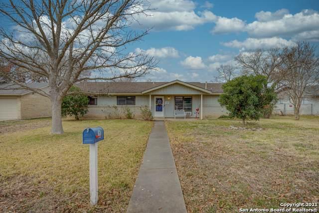 112 N Moss St, Seguin, TX 78155 (MLS #1503195) :: Vivid Realty