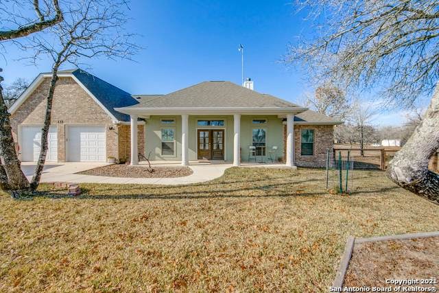 137 E Ashton Blvd, Floresville, TX 78114 (MLS #1503204) :: The Rise Property Group