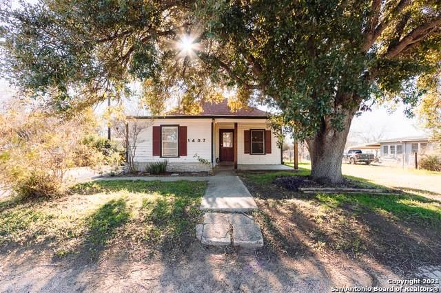 1407 7TH ST, Floresville, TX 78114 (MLS #1503288) :: Carolina Garcia Real Estate Group