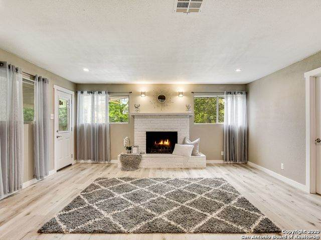 11214 Cedar Elm Dr, San Antonio, TX 78230 (MLS #1503310) :: Berkshire Hathaway HomeServices Don Johnson, REALTORS®