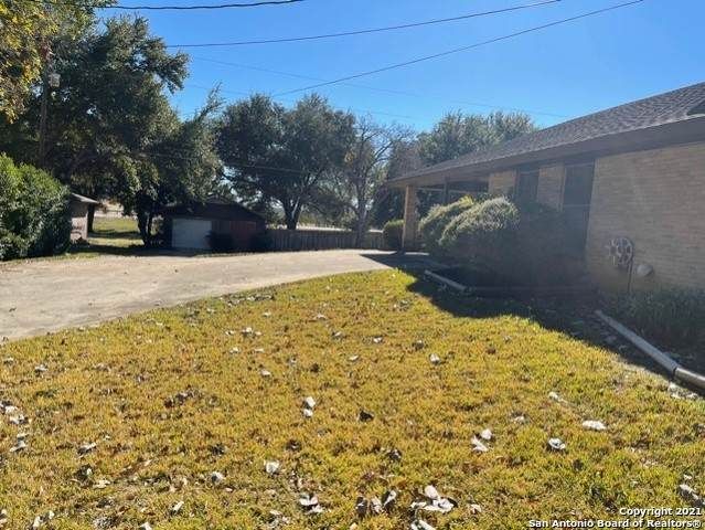 606 Elm St, Floresville, TX 78114 (MLS #1503555) :: Alexis Weigand Real Estate Group