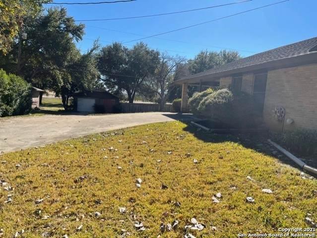 606 Elm St, Floresville, TX 78114 (MLS #1503555) :: Tom White Group