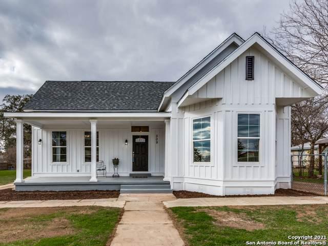 309 N Washington Dr, Devine, TX 78016 (MLS #1503679) :: Berkshire Hathaway HomeServices Don Johnson, REALTORS®