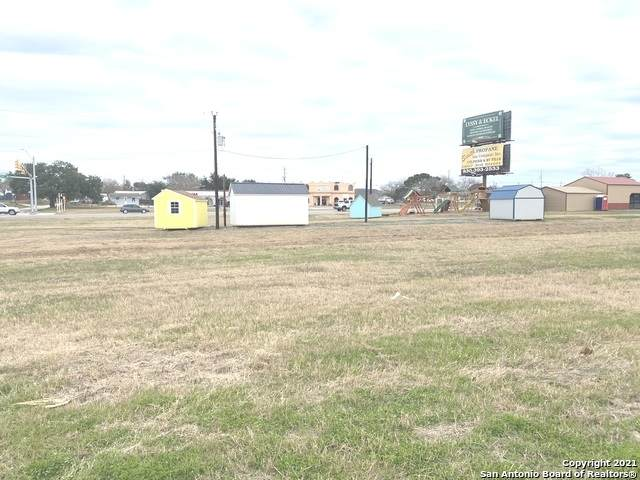 1520 Sutherland Springs Rd, Floresville, TX 78114 (MLS #1503776) :: The Castillo Group