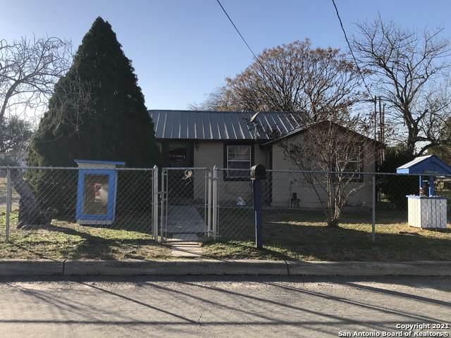 204 Breeze Dr, Devine, TX 78016 (MLS #1504054) :: Real Estate by Design