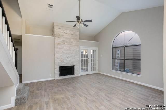9367 Valley Hedge, San Antonio, TX 78250 (MLS #1504422) :: Real Estate by Design