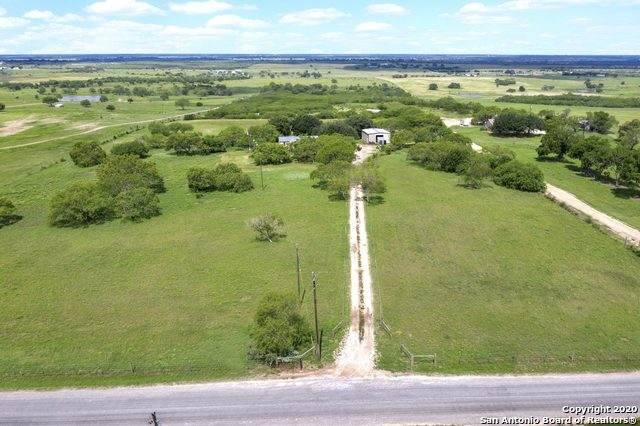 1151 County Road 354, Karnes City, TX 78118 (MLS #1504536) :: Sheri Bailey Realtor