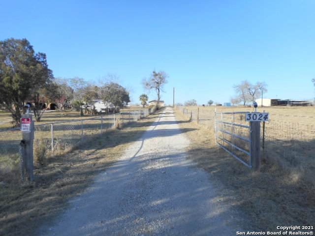3024 W Goodwin St, Pleasanton, TX 78064 (MLS #1504654) :: Neal & Neal Team