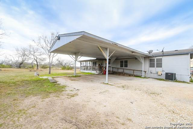 8432 S Foster Rd, San Antonio, TX 78222 (MLS #1504753) :: Tom White Group
