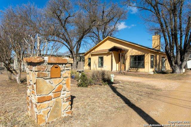 924 North St, Kerrville, TX 78028 (MLS #1504879) :: 2Halls Property Team | Berkshire Hathaway HomeServices PenFed Realty