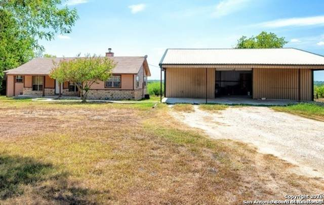 325 Private Road 5765, Devine, TX 78016 (MLS #1504933) :: BHGRE HomeCity San Antonio