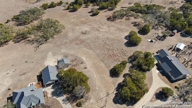 925 Estates Dr, Kerrville, TX 78028 (MLS #1504943) :: Santos and Sandberg