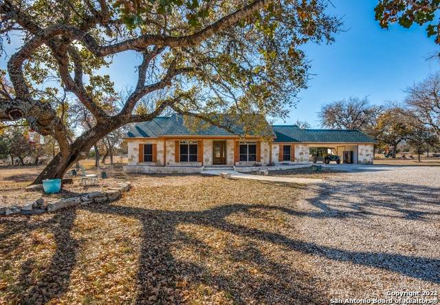 191 Oak Hollow Ln, Bandera, TX 78003 (MLS #1505537) :: The Gradiz Group