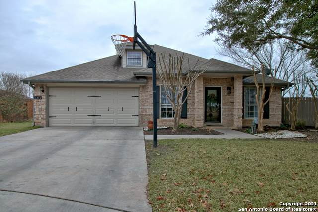 1832 Sunnybrook Dr, New Braunfels, TX 78130 (MLS #1505934) :: The Gradiz Group