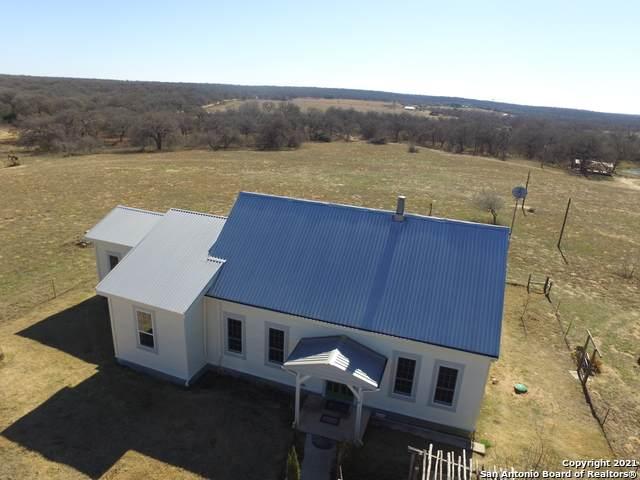 950 Cr 339, La Vernia, TX 78121 (MLS #1506084) :: 2Halls Property Team | Berkshire Hathaway HomeServices PenFed Realty