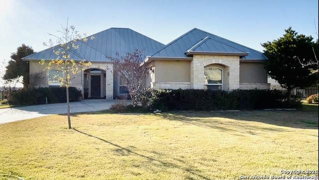 105 Fairway Dr., Floresville, TX 78114 (MLS #1506250) :: Tom White Group