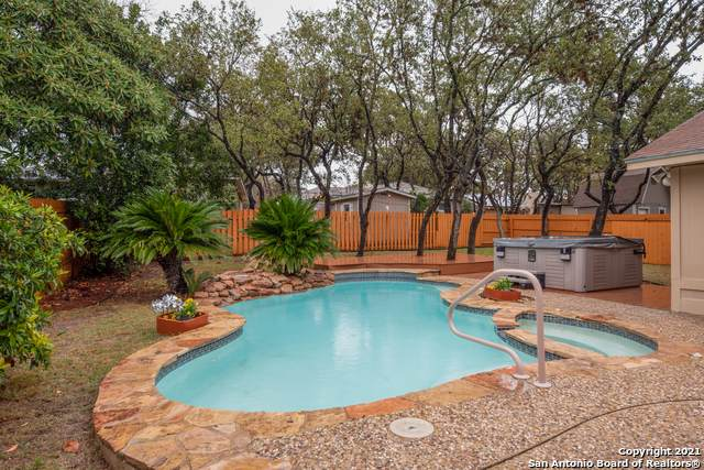 9082 Arbor Wood St, San Antonio, TX 78250 (MLS #1506318) :: Sheri Bailey Realtor