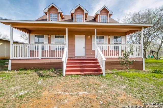305 Cantrell Ave, Jourdanton, TX 78026 (MLS #1506623) :: The Castillo Group