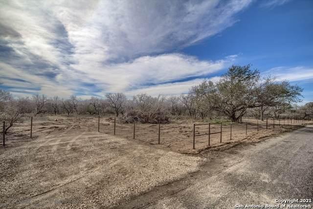 914 County Road 7718, Devine, TX 78016 (MLS #1507467) :: EXP Realty