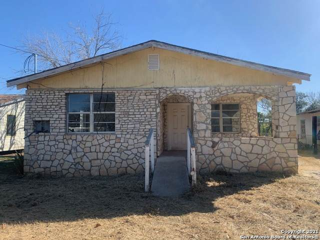 120 N Plum St, Pearsall, TX 78061 (MLS #1507823) :: The Real Estate Jesus Team