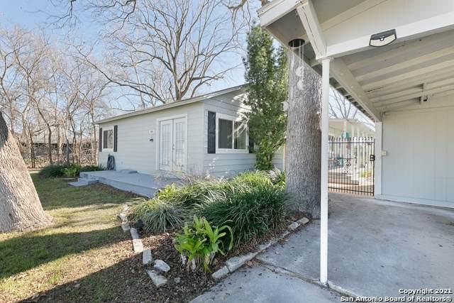 842 E Zipp Rd, New Braunfels, TX 78130 (MLS #1507836) :: The Gradiz Group