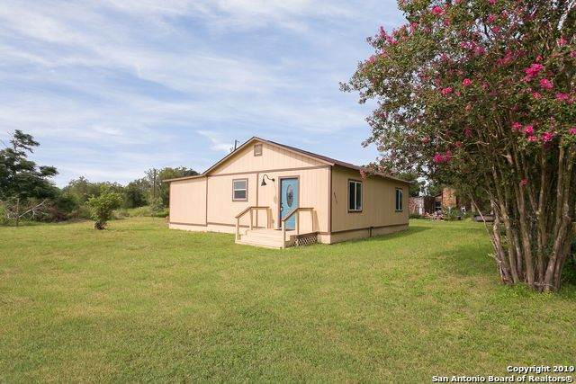 8412 Us Highway 87 E, Stockdale, TX 78160 (MLS #1507936) :: 2Halls Property Team   Berkshire Hathaway HomeServices PenFed Realty