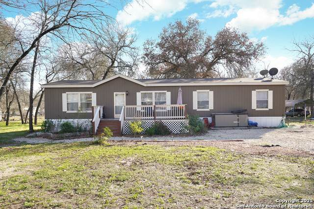 4026 Brook Oak Dr, Elmendorf, TX 78112 (MLS #1508719) :: The Rise Property Group
