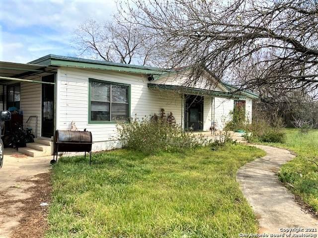 1210 W Hondo Ave, Devine, TX 78016 (MLS #1508759) :: Neal & Neal Team