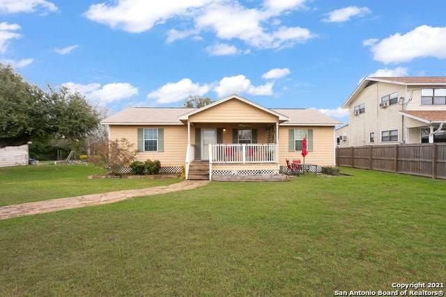 592 E Zipp Rd, New Braunfels, TX 78130 (MLS #1509374) :: Vivid Realty