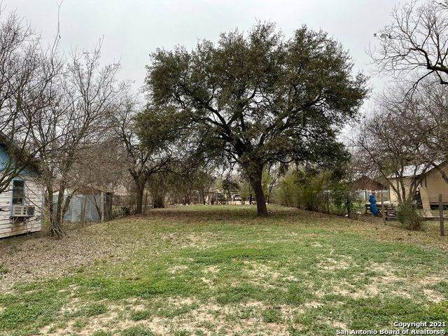 749 S Camp St, Uvalde, TX 78801 (MLS #1509680) :: Vivid Realty