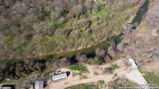 5931 Labus Rd, Elmendorf, TX 78112 (MLS #1509781) :: The Lopez Group