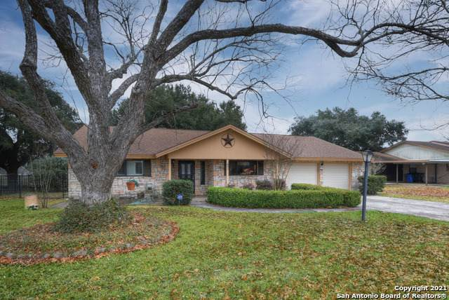 605 River Oak Dr, Seguin, TX 78155 (MLS #1509863) :: Sheri Bailey Realtor