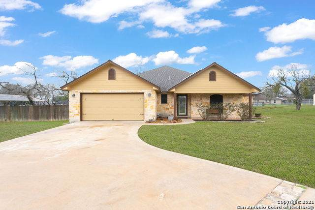 435 4th St, Floresville, TX 78114 (MLS #1510210) :: Vivid Realty