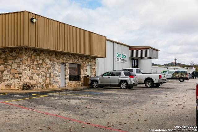2104 Memorial Blvd, Kerrville, TX 78028 (MLS #1510552) :: Vivid Realty