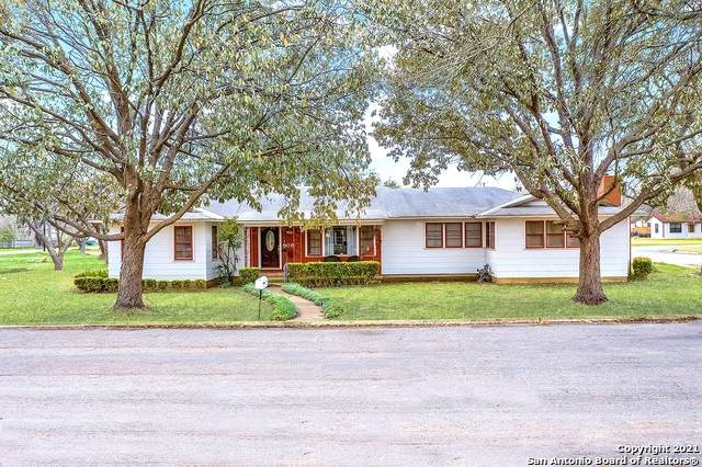 909 29th St, Hondo, TX 78861 (MLS #1510923) :: The Curtis Team