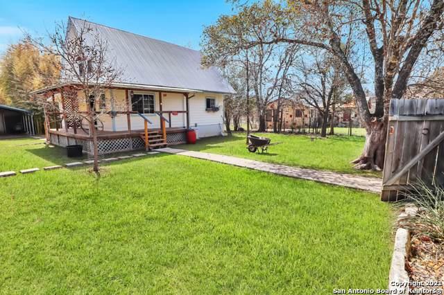302 Cedar, Bandera, TX 78003 (MLS #1512480) :: The Gradiz Group