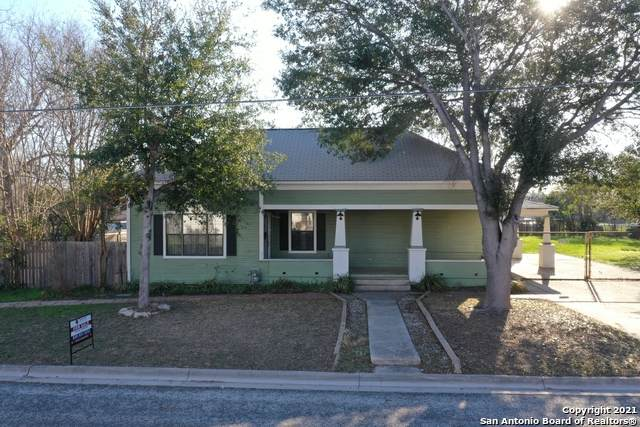 1301 Avenue K, Hondo, TX 78861 (MLS #1512861) :: The Lopez Group