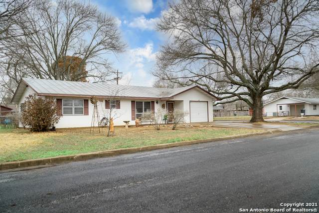 708 Sunset St, Fredericksburg, TX 78624 (MLS #1512866) :: Sheri Bailey Realtor