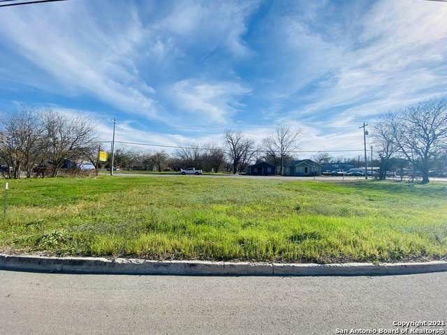 558 W Kingsbury St, Seguin, TX 78155 (MLS #1513037) :: Tom White Group