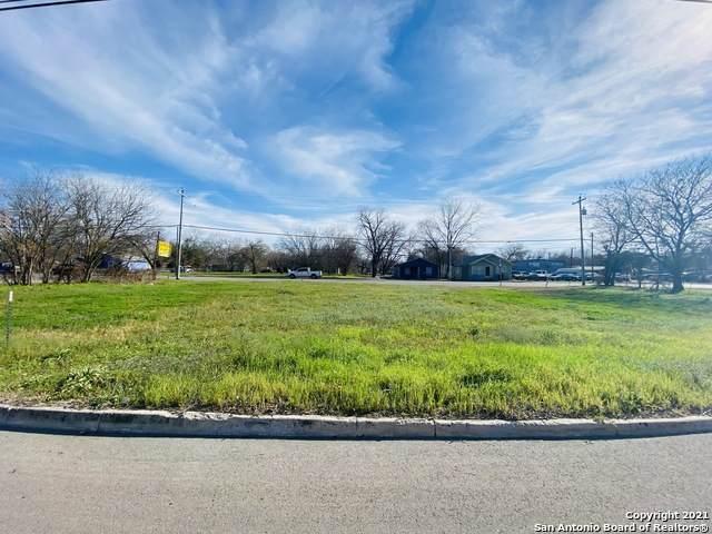 558 W Kingsbury St, Seguin, TX 78155 (MLS #1513037) :: Carolina Garcia Real Estate Group