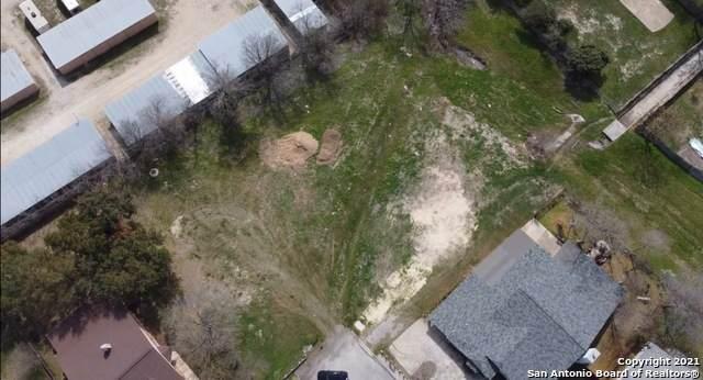1327 Fillmore Dr, San Antonio, TX 78245 (MLS #1514221) :: 2Halls Property Team | Berkshire Hathaway HomeServices PenFed Realty