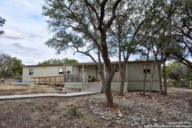 133 Lakeshore Ct, Bandera, TX 78003 (MLS #1514431) :: Real Estate by Design