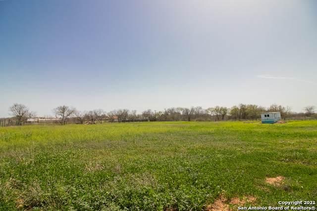 5830 Mount Olive Rd, Adkins, TX 78101 (MLS #1514933) :: Santos and Sandberg