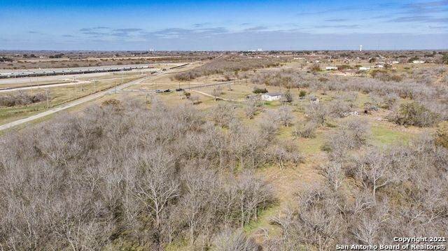 8954 Cr 128, Floresville, TX 78114 (MLS #1515088) :: Williams Realty & Ranches, LLC