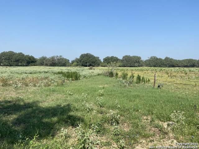975 #3 County Road 777, Devine, TX 78016 (MLS #1515091) :: Exquisite Properties, LLC