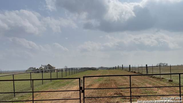 2241 Fm 2579, Floresville, TX 78114 (MLS #1515875) :: The Gradiz Group