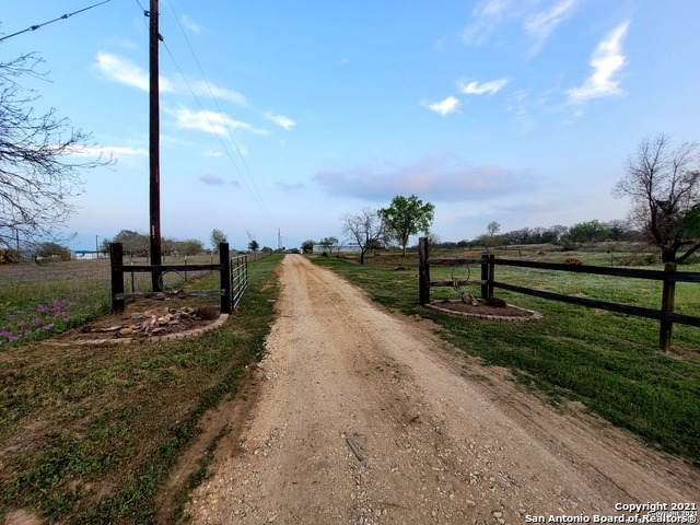 2827 County Road 120, Floresville, TX 78114 (MLS #1516503) :: Carolina Garcia Real Estate Group